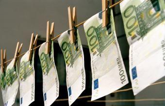 كيفية تنظيف الأموال للحصول على نقود خالية من الجراثيم