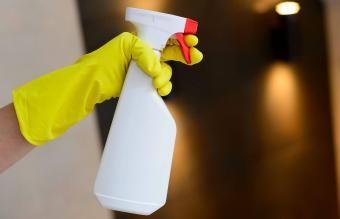 Limpador enzimático faça você mesmo para manchas e odores difíceis