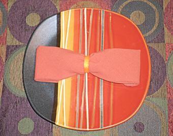 Como dobrar um guardanapo em forma de gravata borboleta