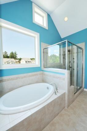Escolhendo cores de tinta de banheiro impactantes da maneira certa