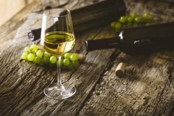 12 rodzajów wytrawnego białego wina